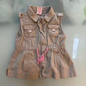 Aspen Girls vest with pockets and pink belt NWOT